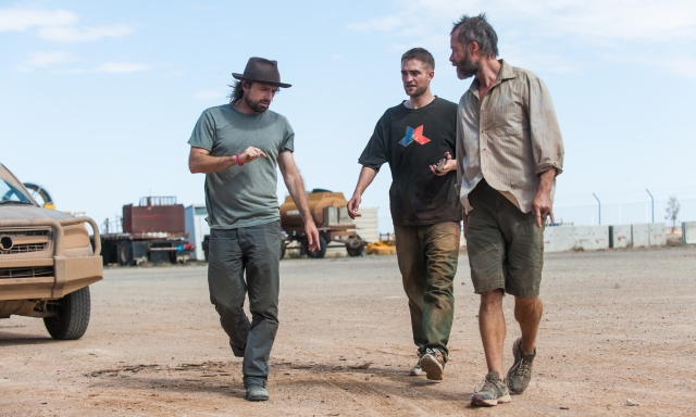 David Michôd, Robert Pattinson and Guy Pearce on the set of The Rover in Marree
